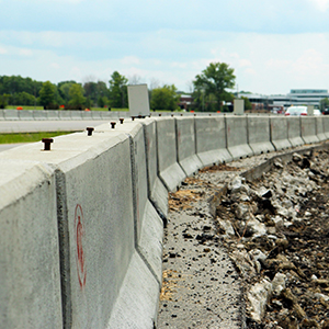 Precast concrete highway barrier