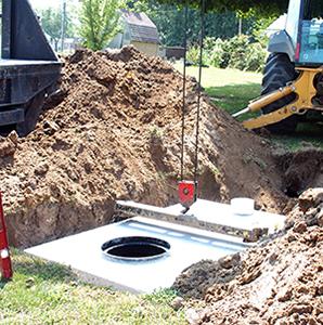 Precast concrete septic tank